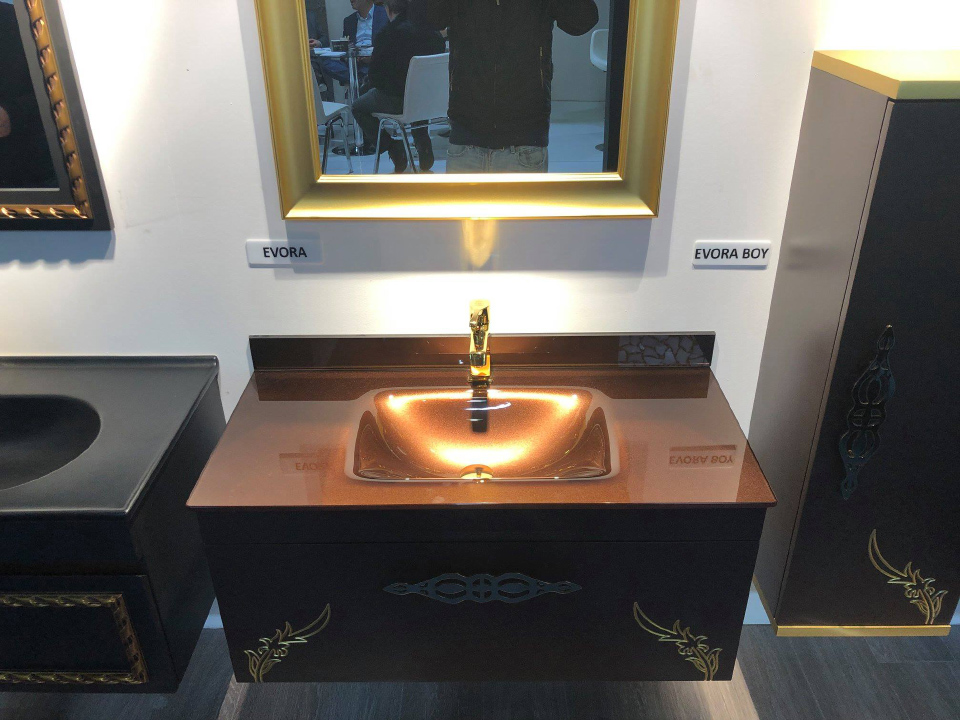 Vetrola Glass Wash Basin, Unicera 2019 Fair